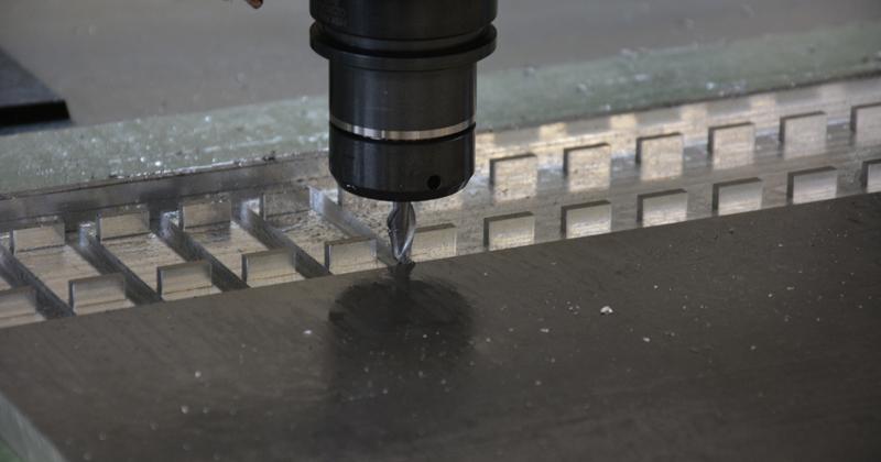 Nuovo centro di lavoro per particolari in plastica e alluminio